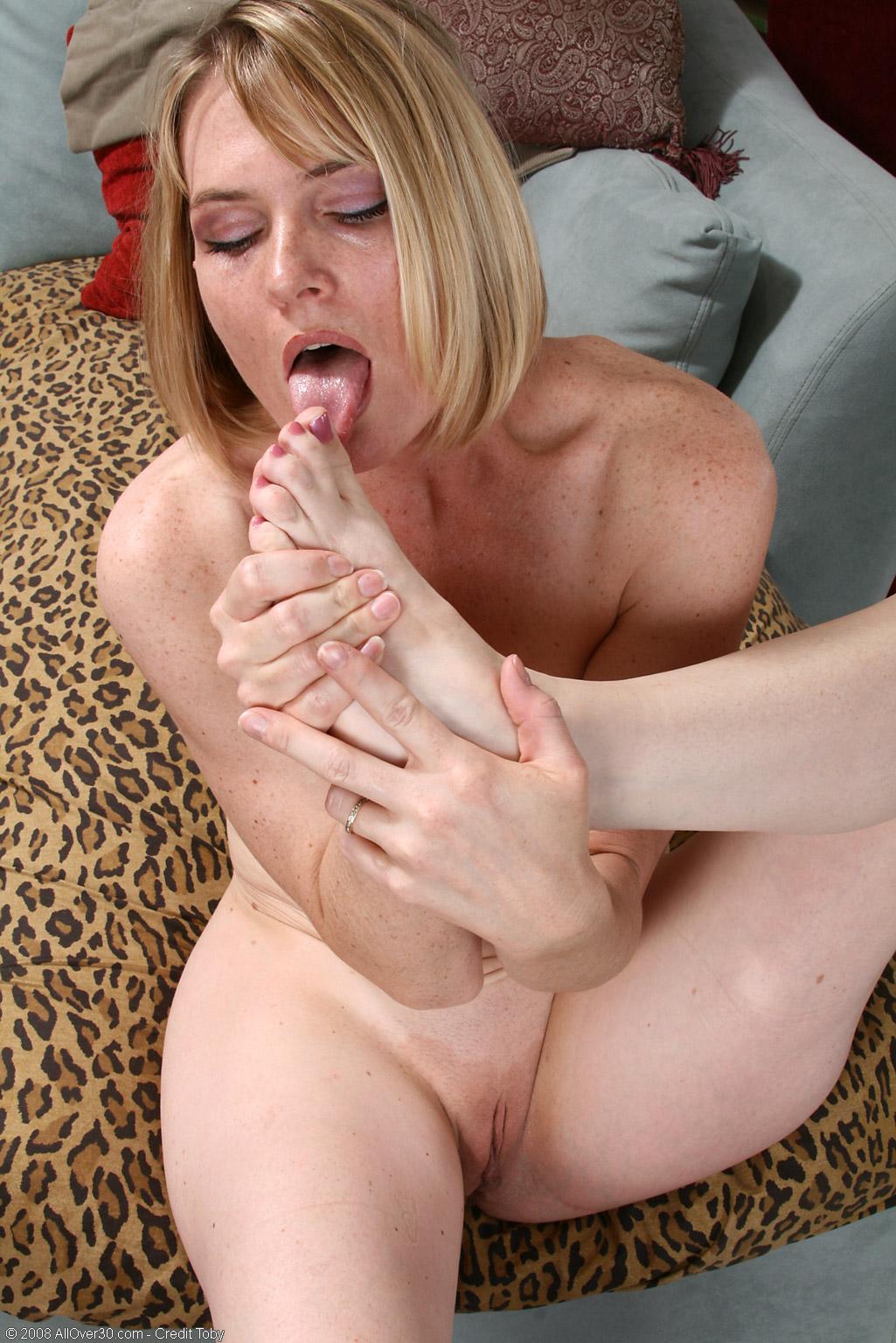 Milf lesbian lick pussy and bondage